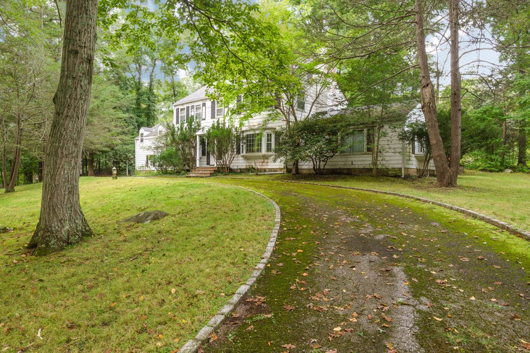 72 Rockwood Lane Greenwich, CT 06830