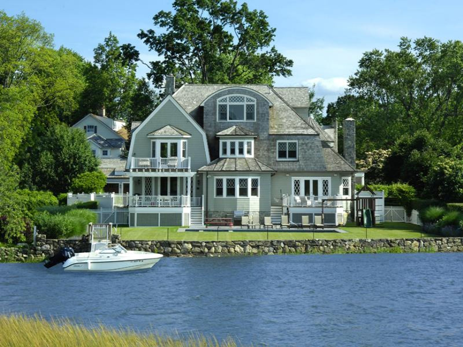 Nantucket shingle style old greenwich ct single family for Luxury homes for sale in greenwich ct