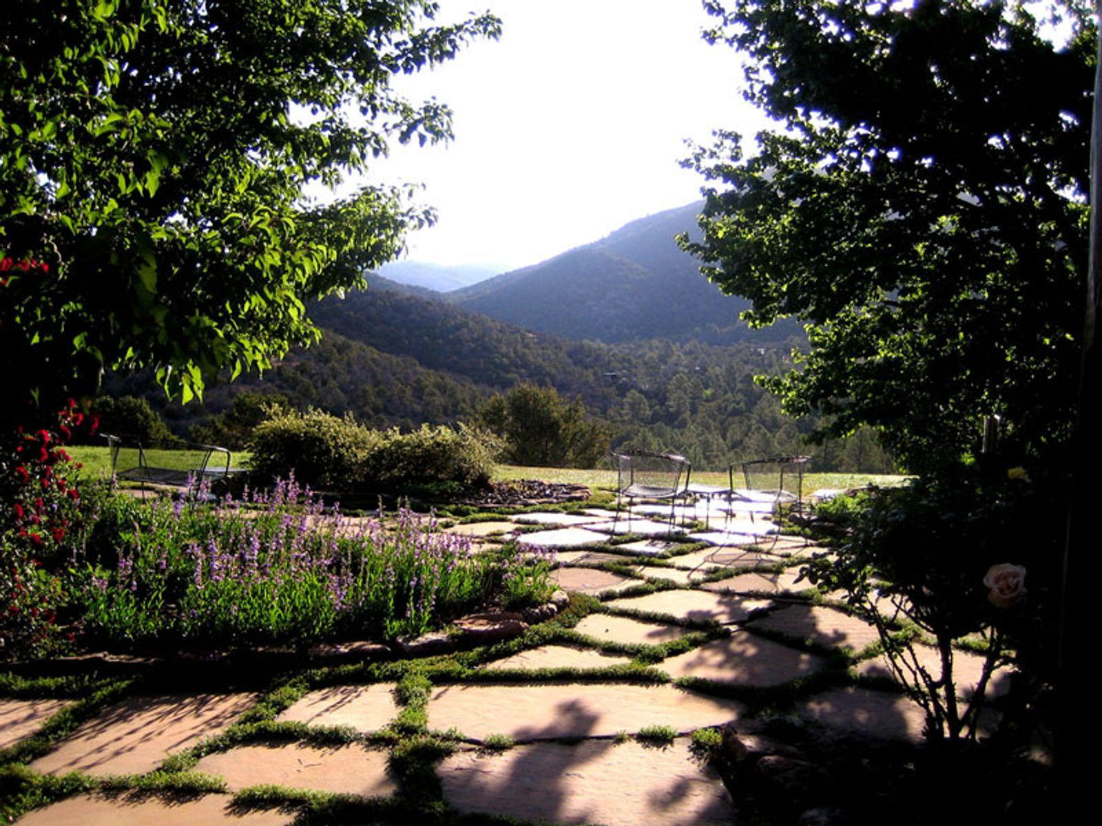 1401 Camino Cruz Blanca