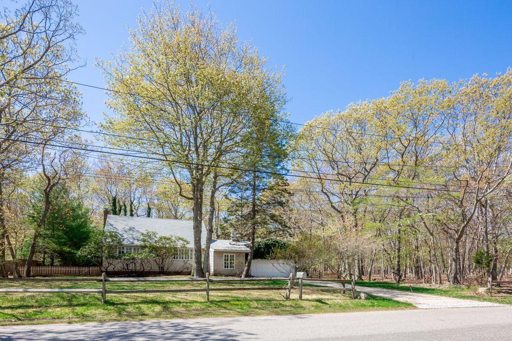 72 Runnymeade Drive East Hampton, NY 11937