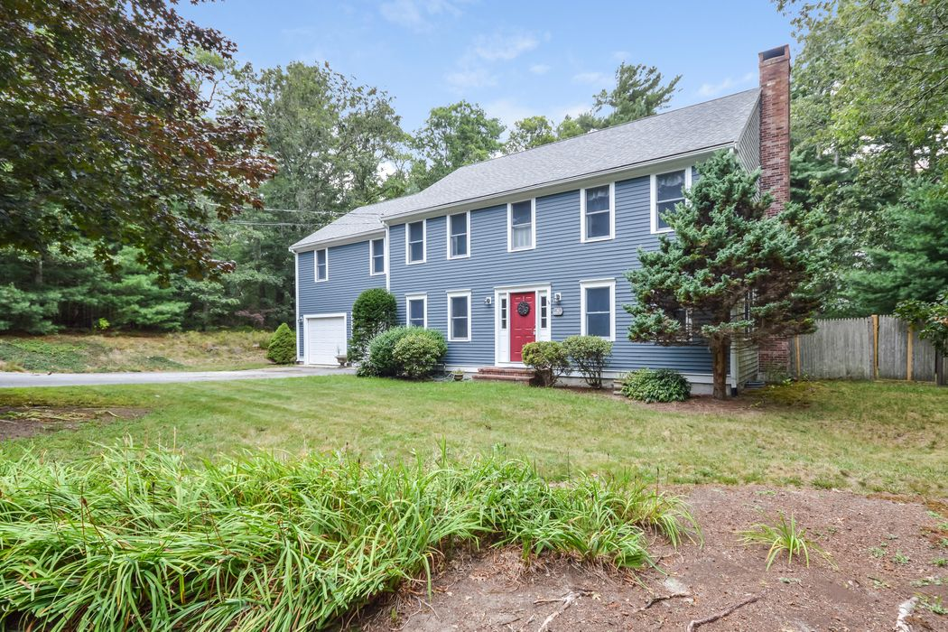 Spacious Waquoit Colonial