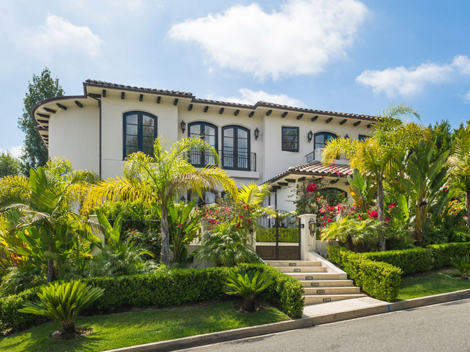 Prime Beverly Hills Location, Beverly Hills CA Single Family Home - Los Angeles Real Estate