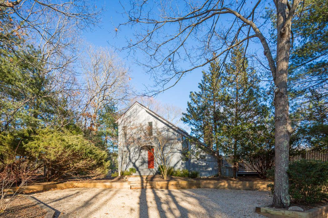 SECLUDED CONTEMPORARY IN NORTHWEST WOODS East Hampton, NY 11937