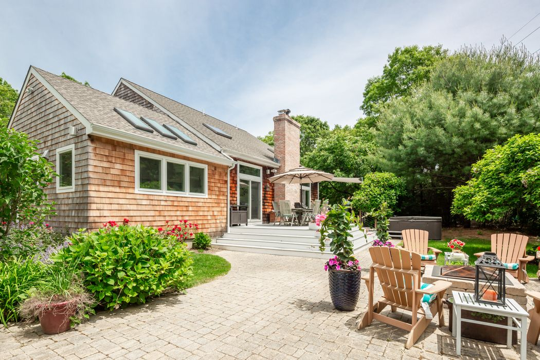 18 Second Avenue East Hampton, NY 11937