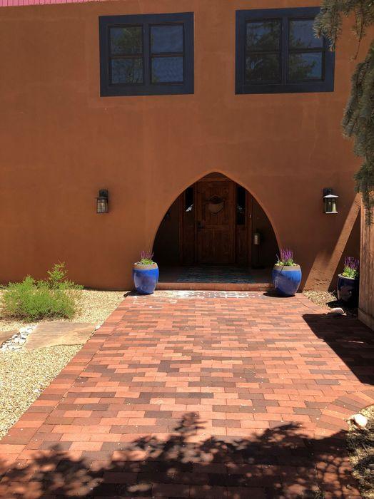 32 Sarma Lane Santa Fe, NM 87506