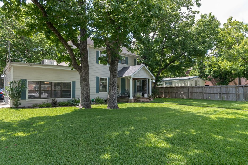 901 North Jones Street Baytown, TX 77520