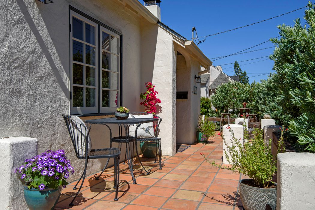 1527 Clearview Road Santa Barbara, CA 93101