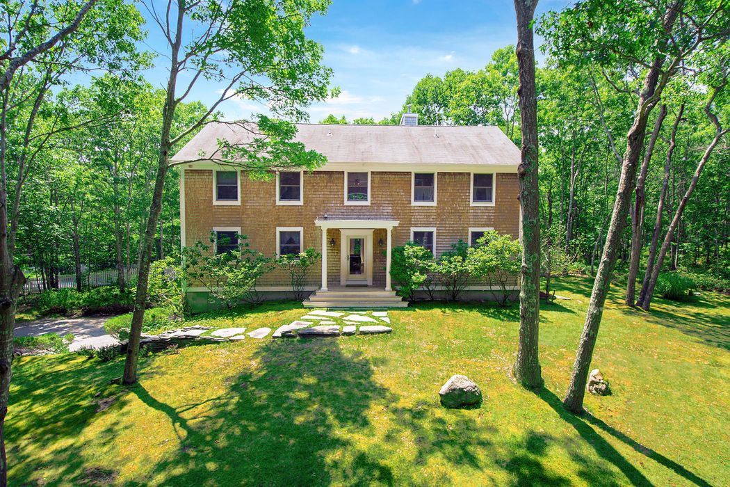 Privacy with Pool, 4.4 acres Easthampton