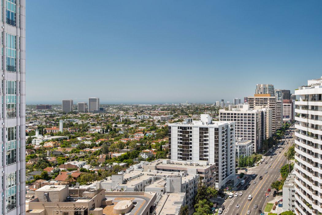 10560 Wilshire Boulevard, #2003 Los Angeles, CA 90024