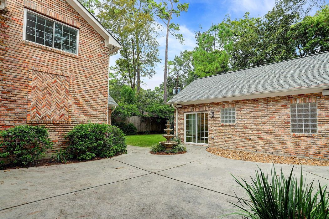 310 Westminster Drive Houston, TX 77024