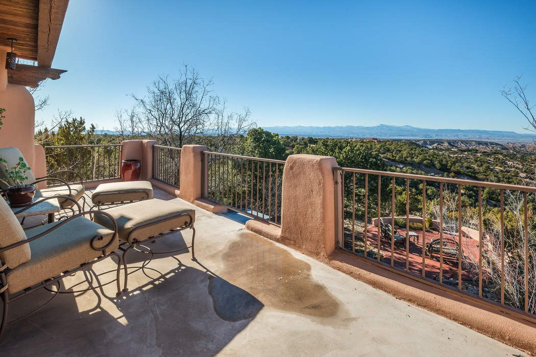 7 Vista Redonda Road Santa Fe, NM 87506