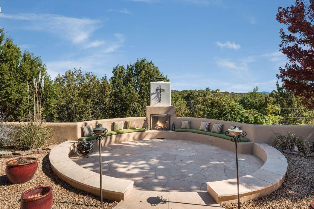 4 Gwendolyn Court Santa Fe, NM 87506