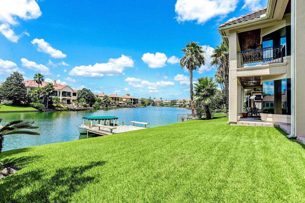 19011 Waterford Cove Houston, TX 77094
