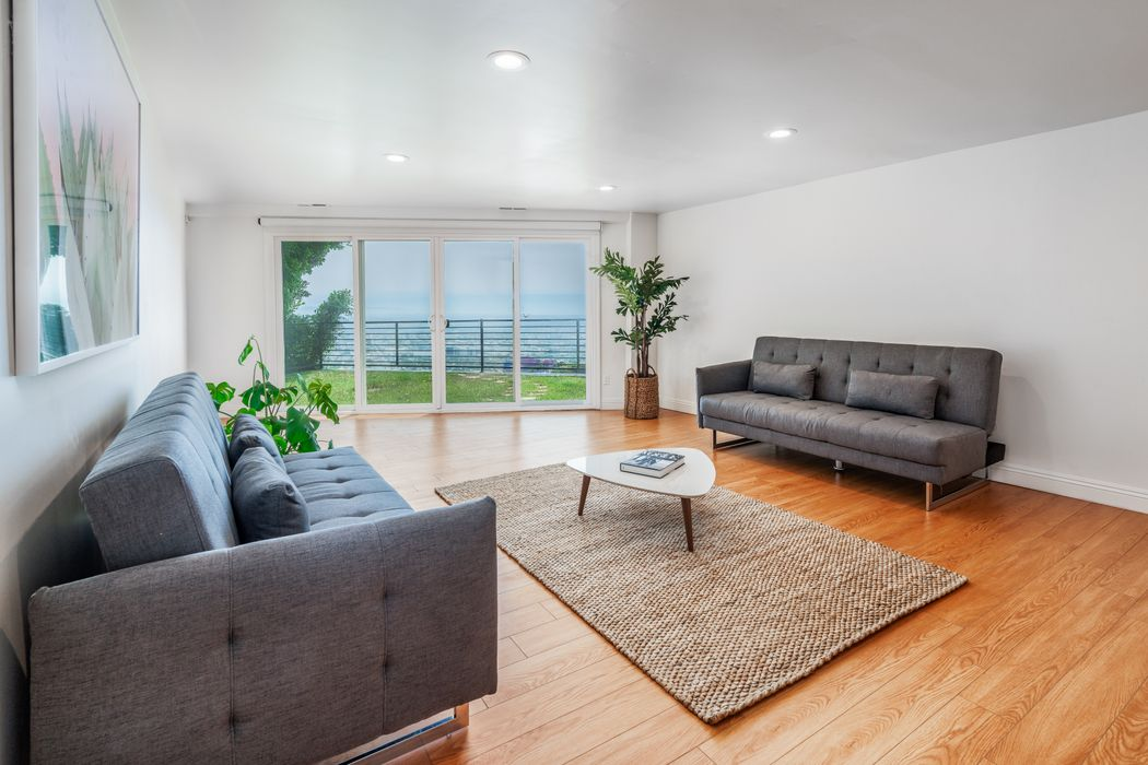 8464 Cole Crest Drive Los Angeles, CA 90046