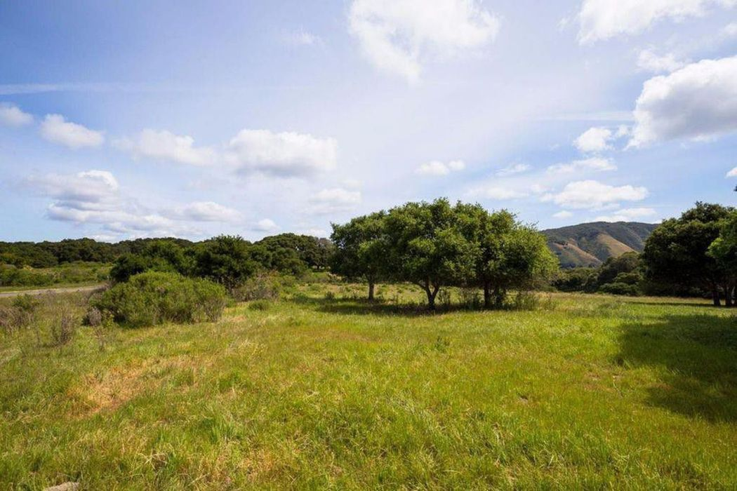 2 Holding Field Run Carmel Valley, CA 93924