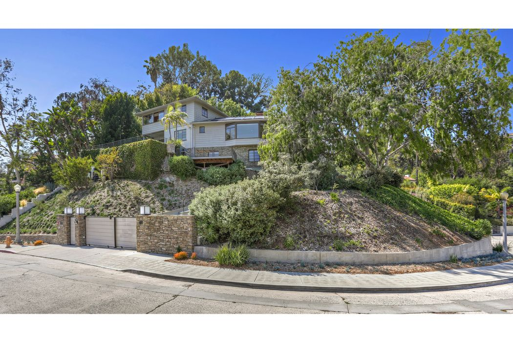 4771 Cromwell Avenue Los Angeles, CA 90027