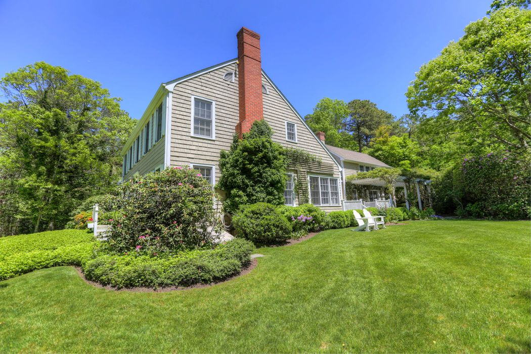 1577 Deerfield Road Water Mill, NY 11976