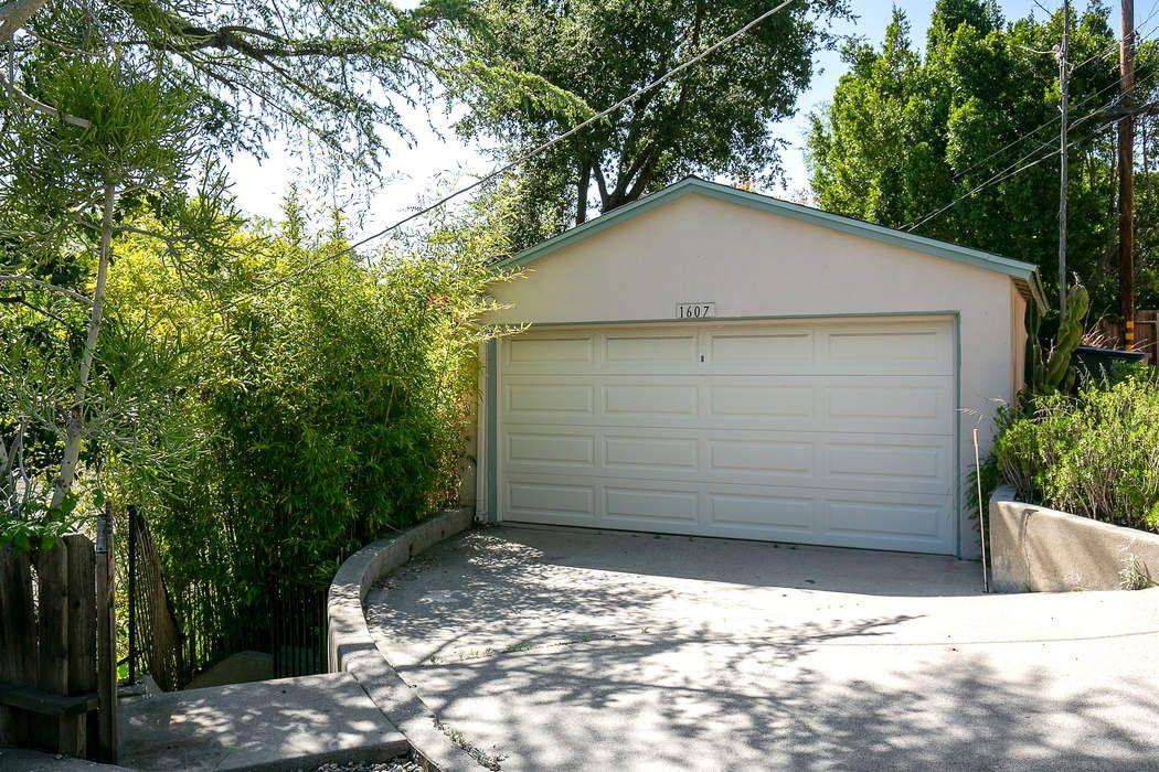1607 La Loma Road Pasadena, CA 91105