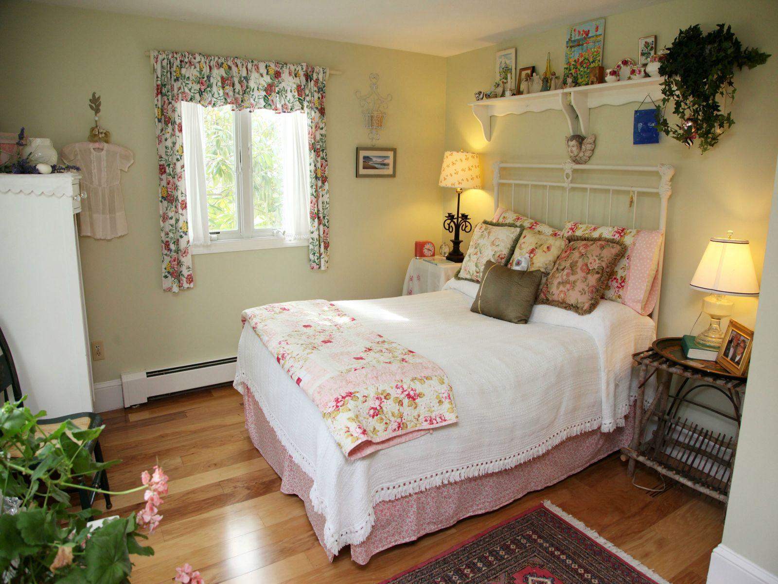Enchanting Sandwich Cottage