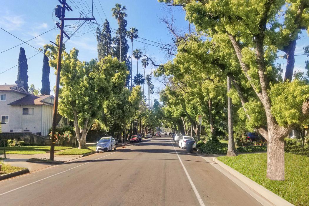 136 North Bonnie Avenue Pasadena, CA 91106