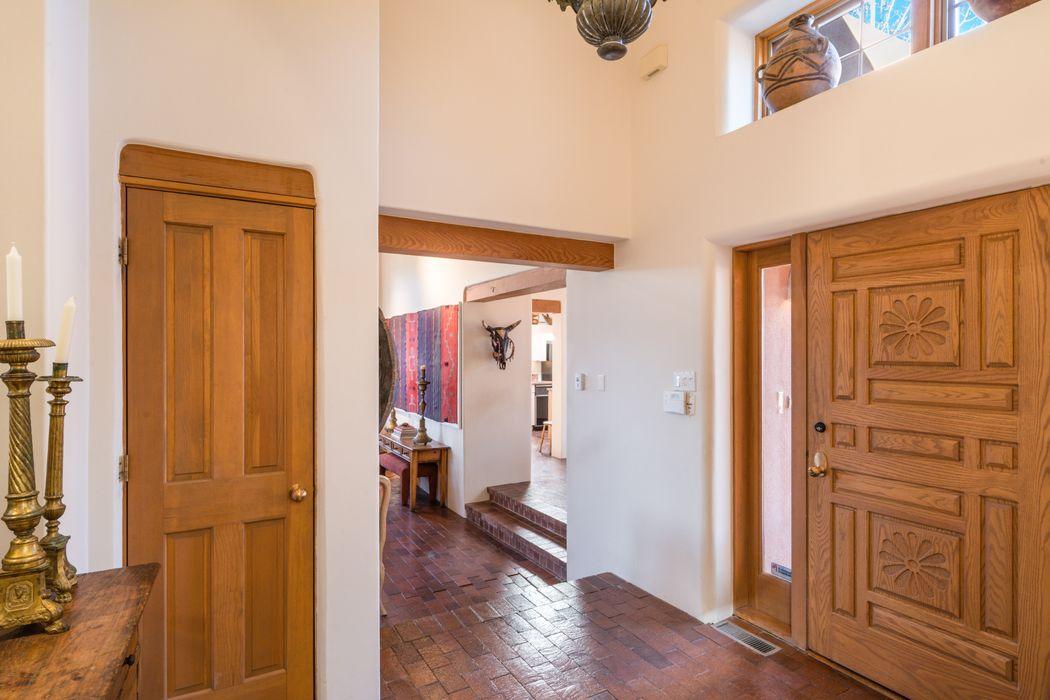 702 Calle Del Resplandor Santa Fe, NM 87505
