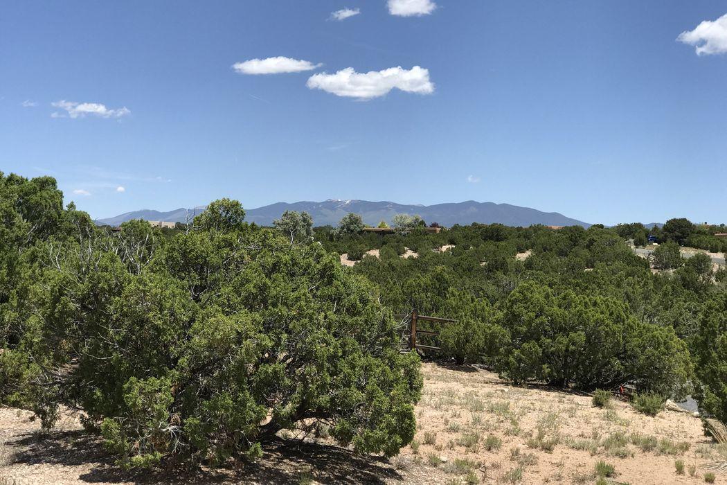 34-A Camino Peralta Santa Fe, NM 87507