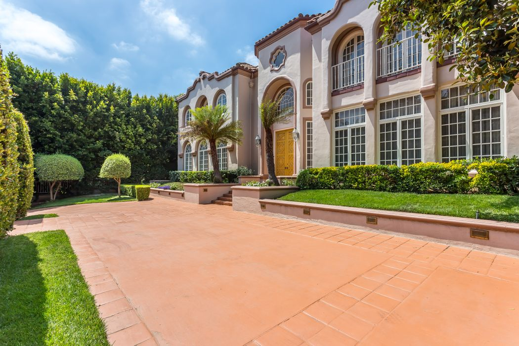 1275 Benedict Canyon Drive Beverly Hills, CA 90210