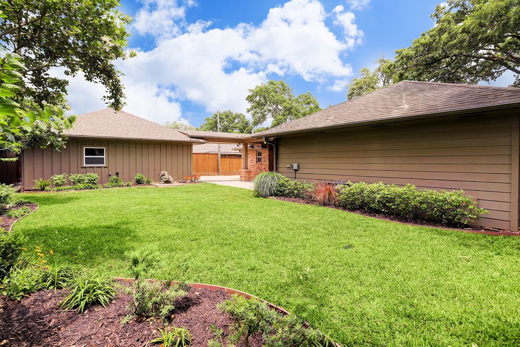 1827 Widdicomb Court Houston, TX 77008