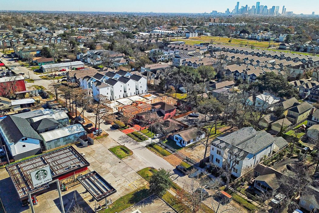438 West 28th Street Houston, TX 77008