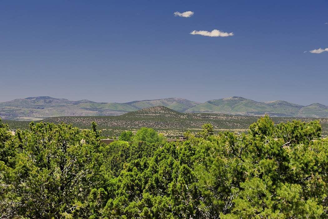 4 Sundance Circle Santa Fe, NM 87506