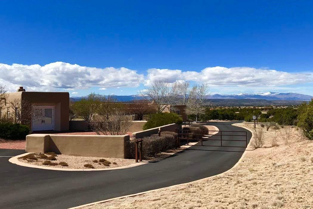 151 Paseo Aragon Santa Fe, NM 87506