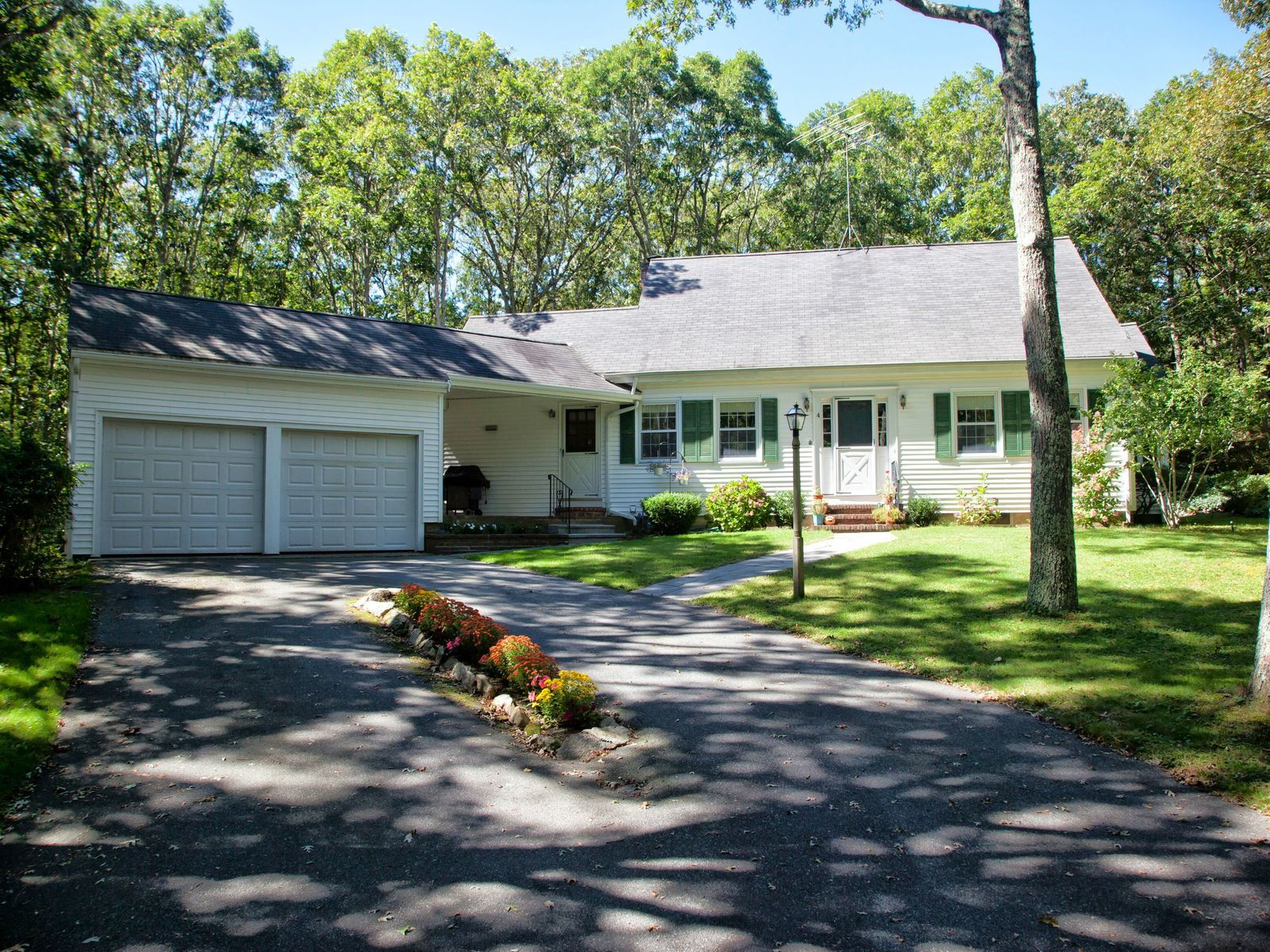 Cape Full of Personality in Bourne, Bourne MA Single Family Home - Cape Cod Real Estate