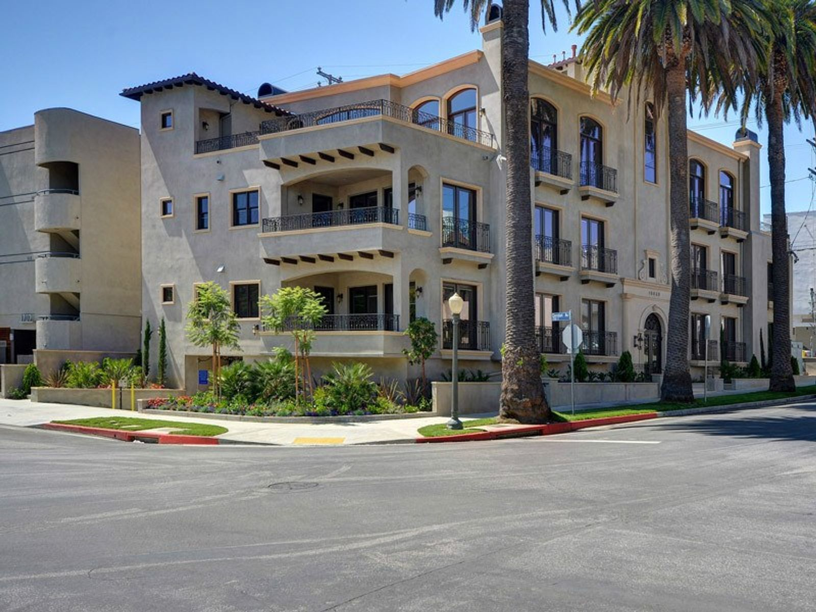Westwood's Finest – No Expense Spared, Westwood CA Condominium - Los Angeles Real Estate