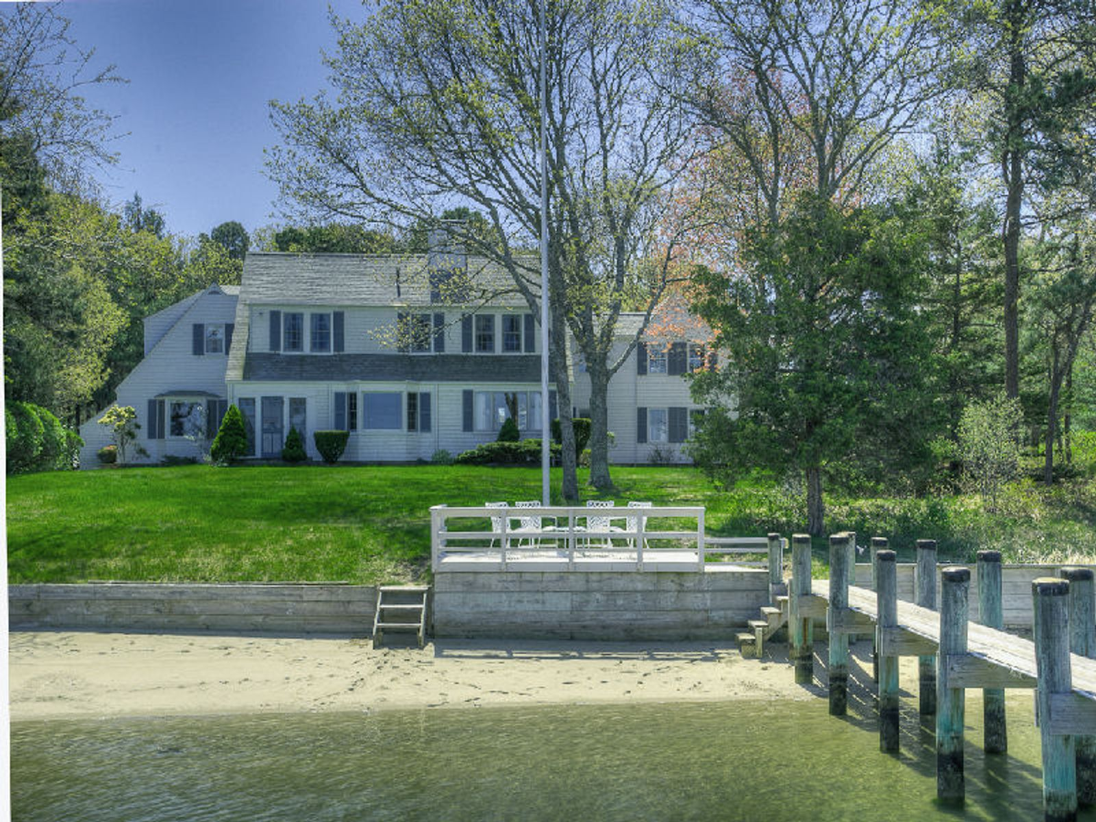 Classic osterville beachfront residence osterville ma for Cape cod beach homes for sale