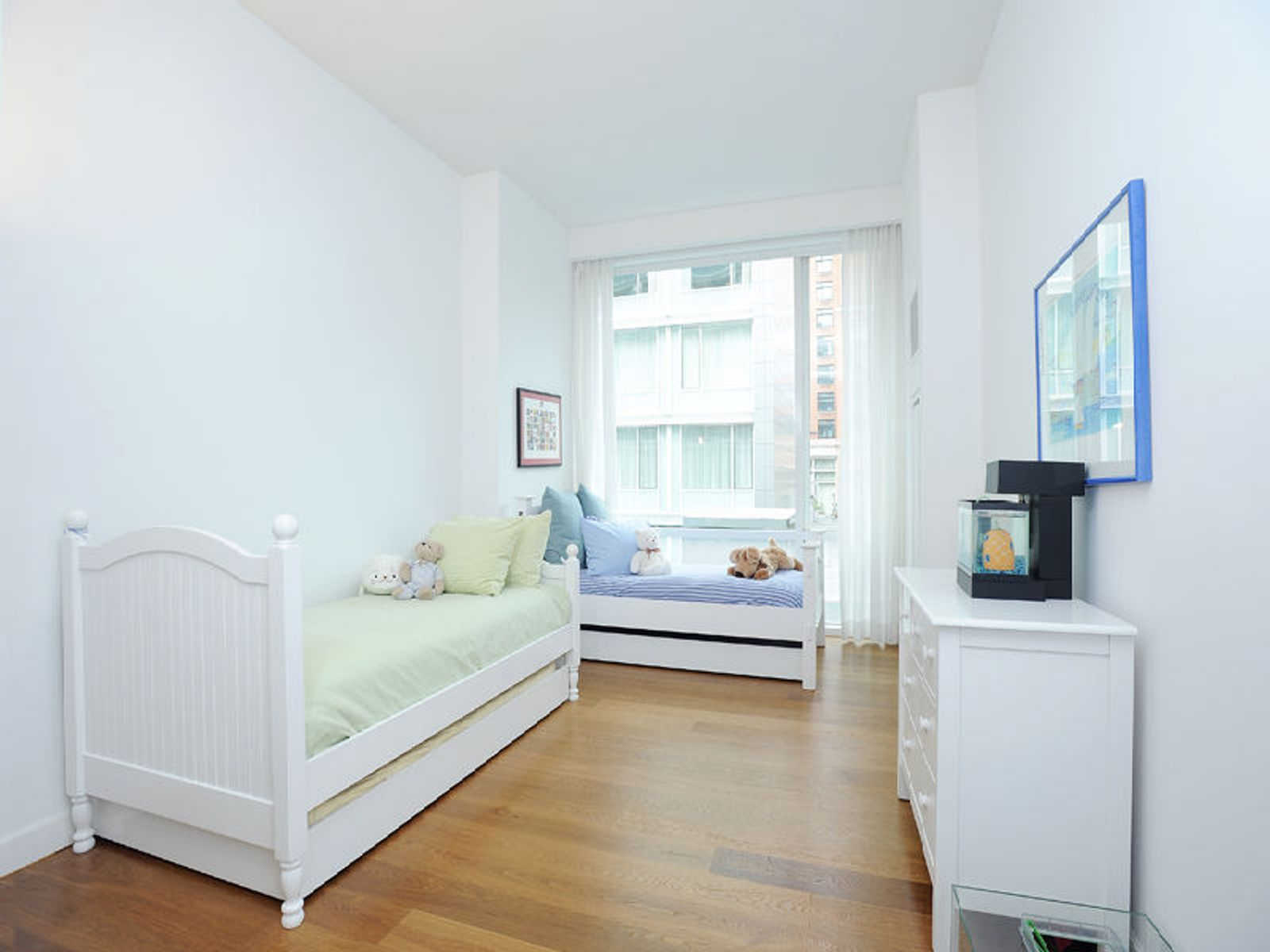 311 West Broadway, 3E