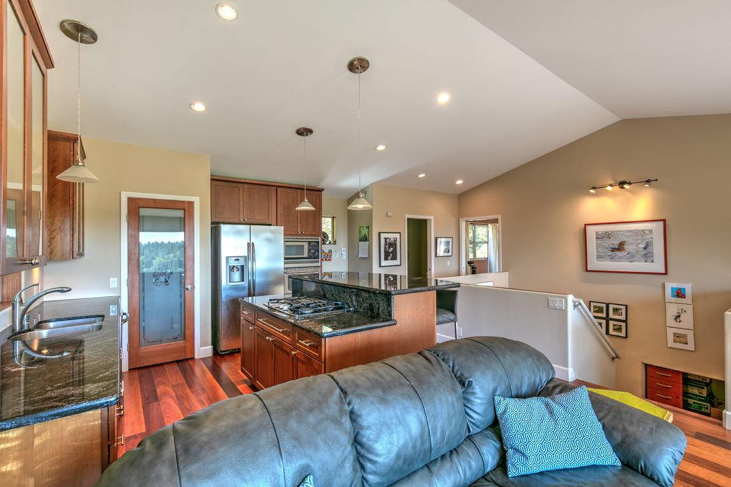 46101 Sunset Dr Anchor Bay, CA 95445