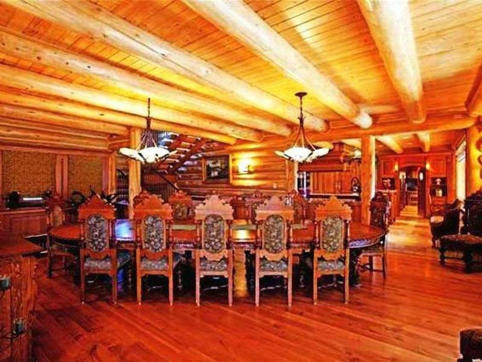 Lake Log Cabin Estate For Lease