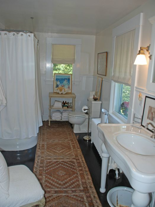 Stylish Southampton Village Traditional Southampton, NY 11968