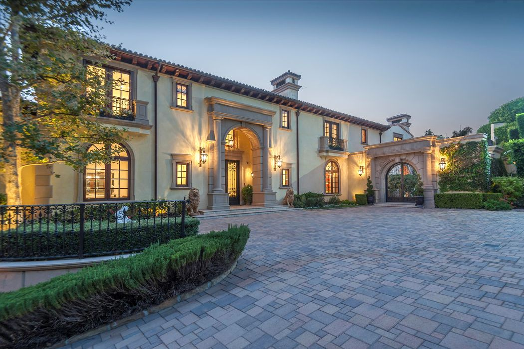 1141 Summit Drive Beverly Hills Ca 90210 Sotheby S