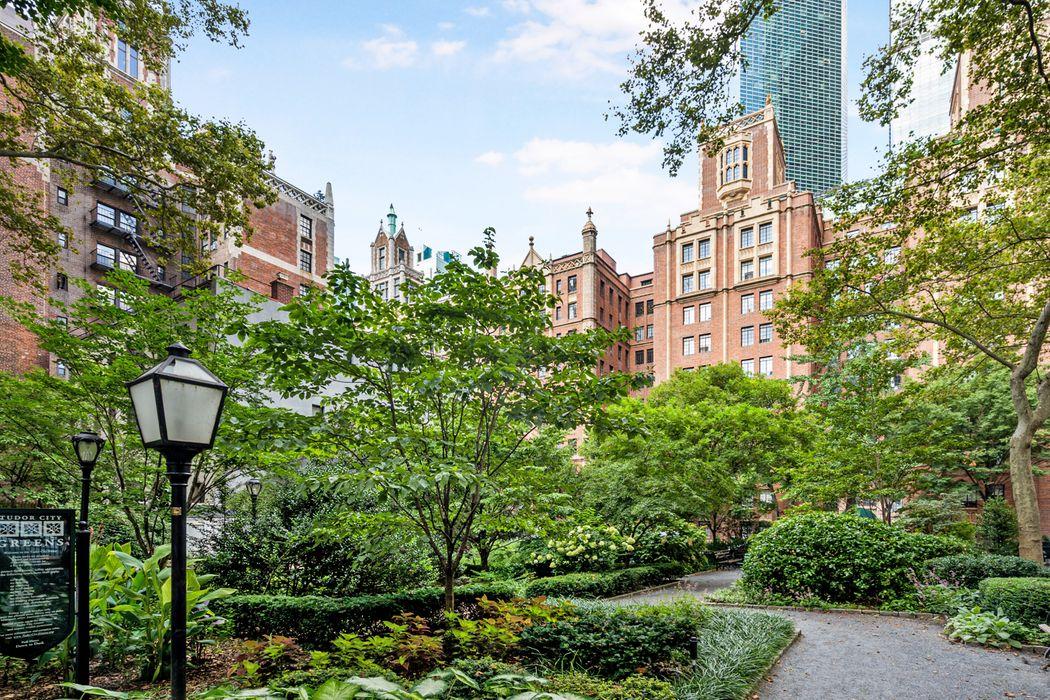 25 Tudor City Place New York, NY 10017