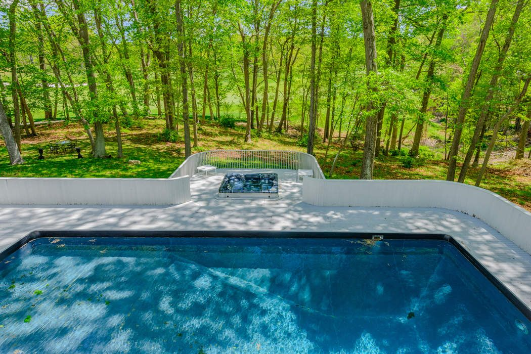 2765 Deerfield Road Water Mill, NY 11976