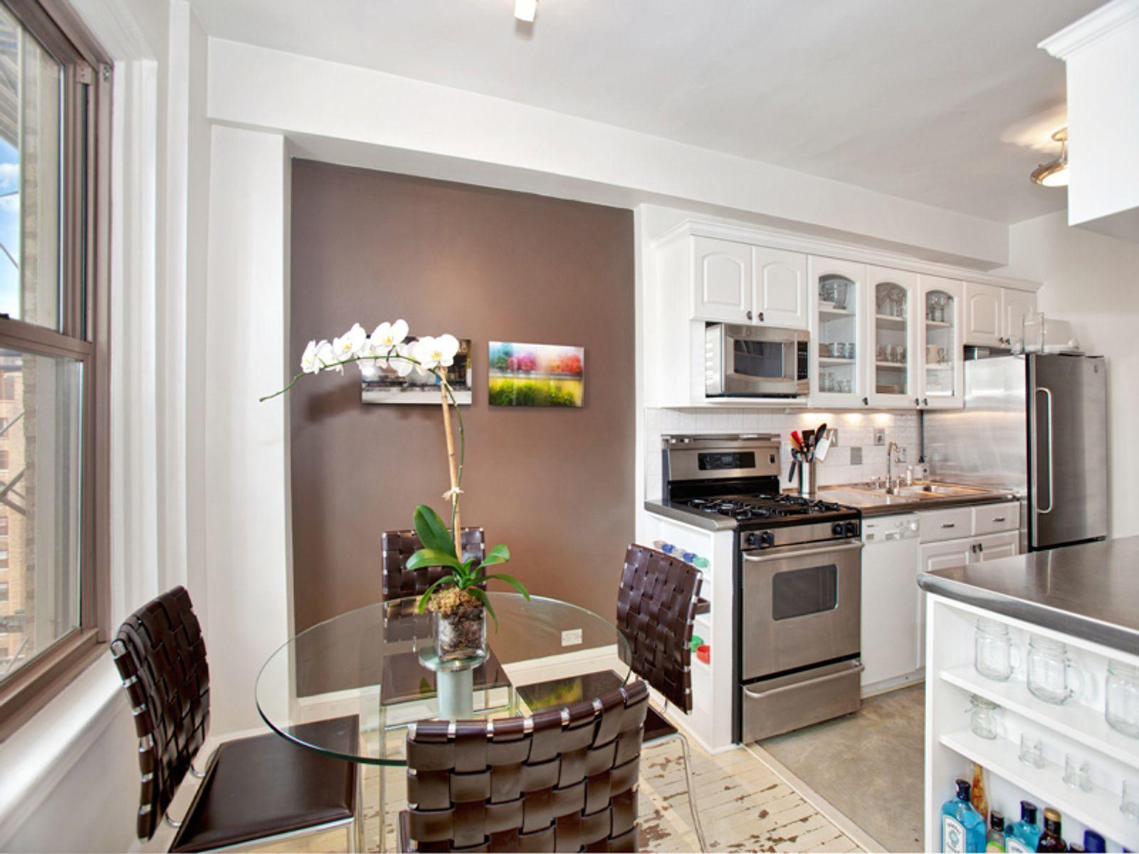 136 Waverly Place, 10C