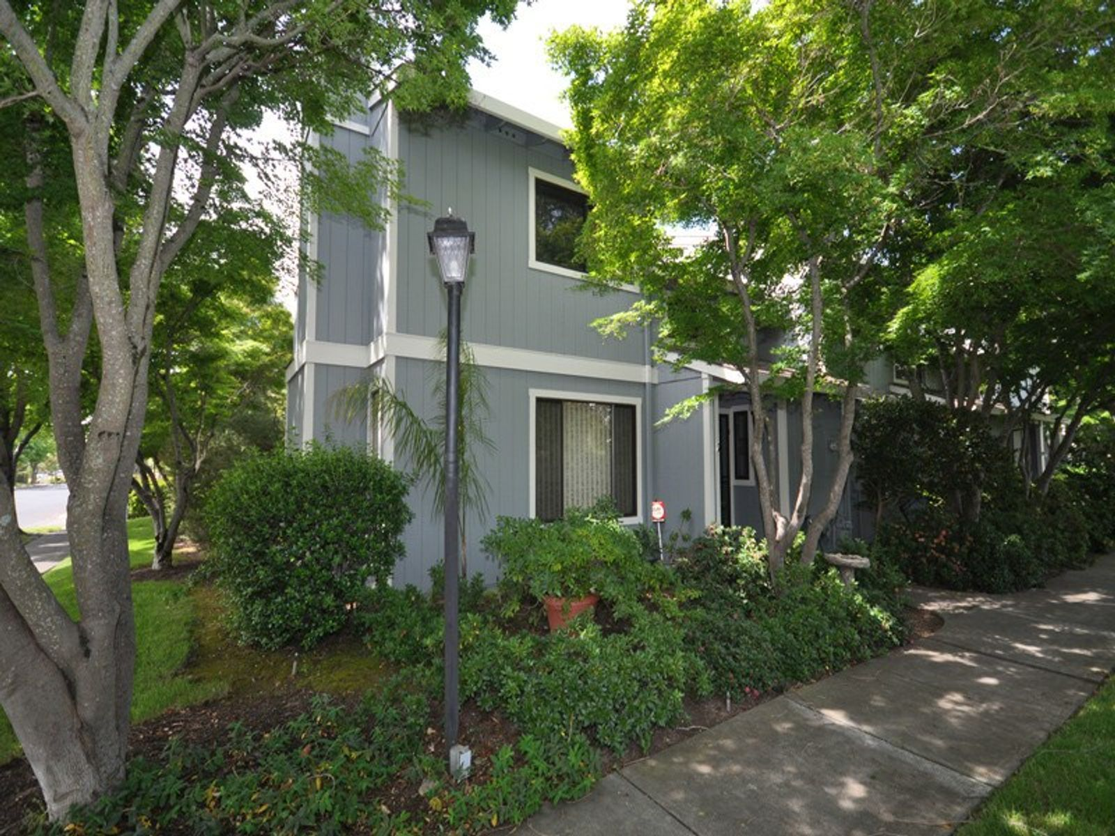 Townhouse with 2 Car Garage, Sonoma CA Townhouse - Sonoma - Napa Real Estate