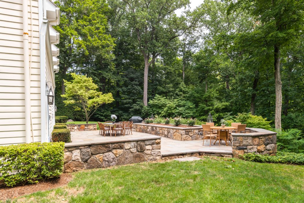 21 Knollwood Drive Greenwich, CT 06830