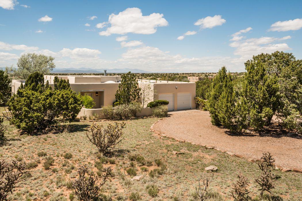 6 Antigua Court Santa Fe, NM 87508