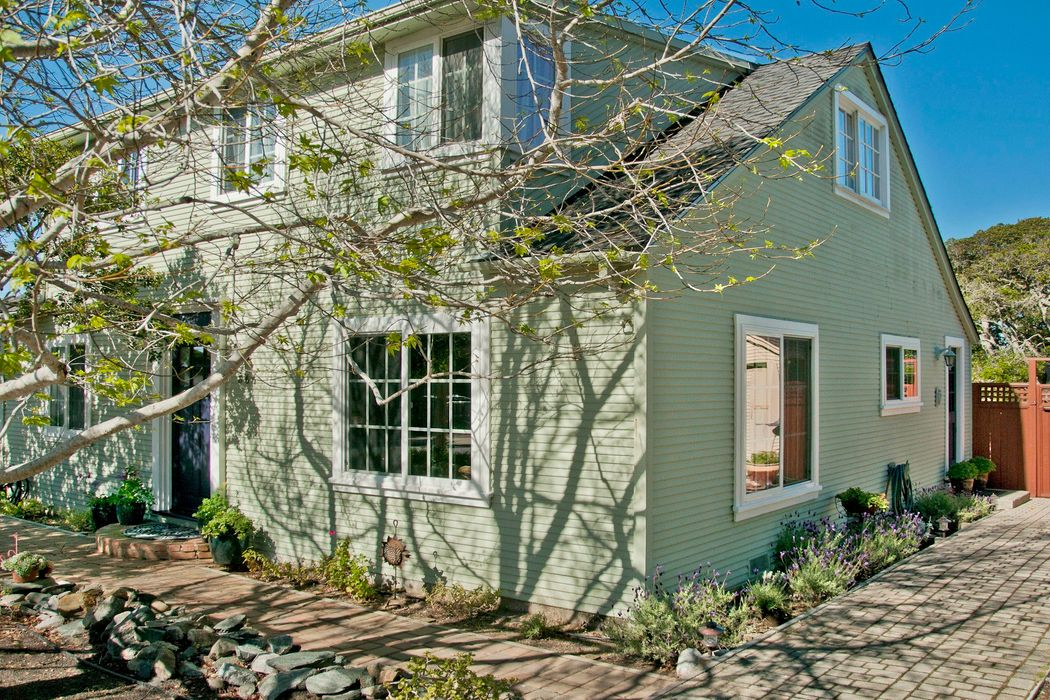 Cape Cod Charm in New Monterey