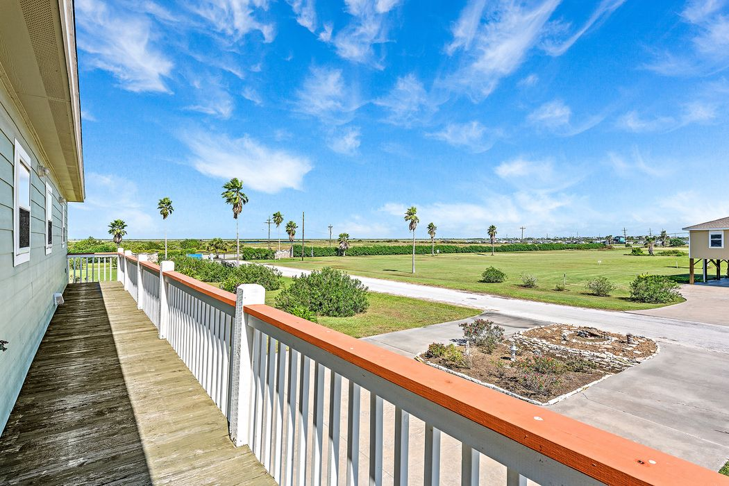 947 Rancho Carribe Drive Crystal Beach, TX 77650