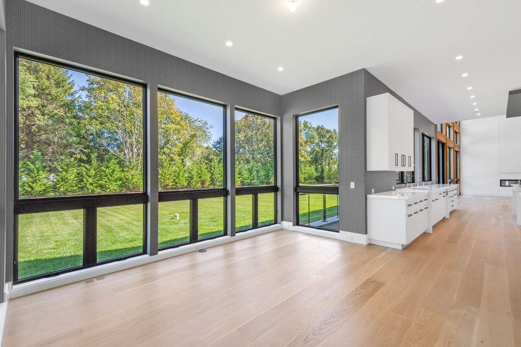 GORGEOUS NEW SOUTH-OF THE-HIGHWAY MODERN Water Mill, NY 11976