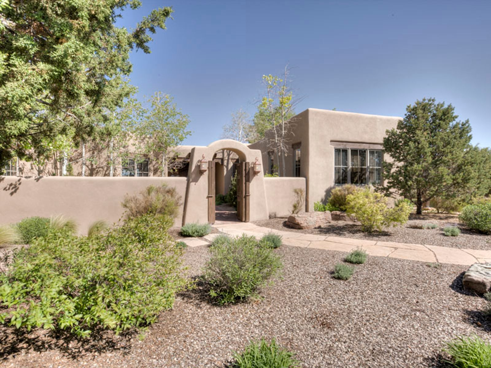 27 Wildhorse, Santa Fe NM Single Family Home - Santa Fe Real Estate