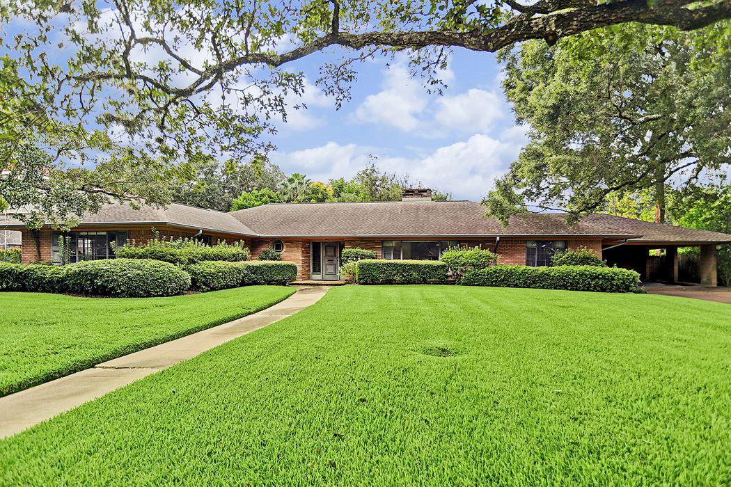 2425 Maroneal Street Houston, TX 77030